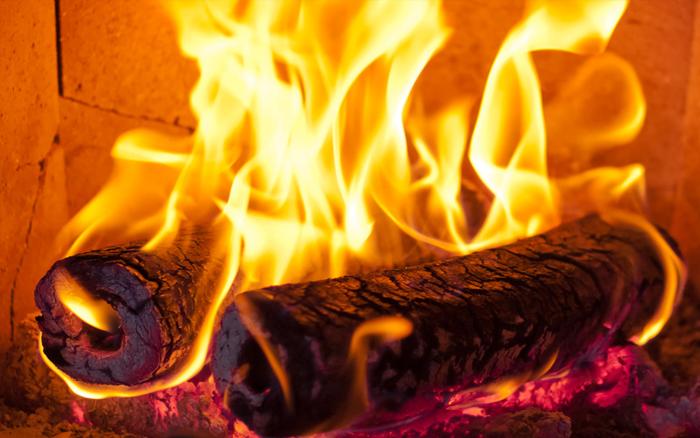 Ottobre rosso - Rosso come il fuoco della passione - NES Wearing Energy